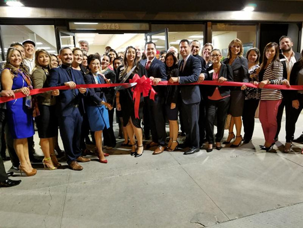 Wells-Fargo-ribbon-cutting